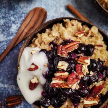 Oatmeal With Blueberries, Pecans, And Yogurt
