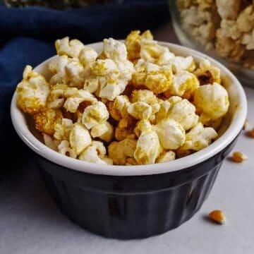 Cheesy Vegan Popcorn